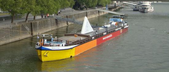 MS Wissenschaft bei Ihrem Start im Kölner Hafen (Quelle: Karin Scheubner, Wissenschaft im Dialog)
